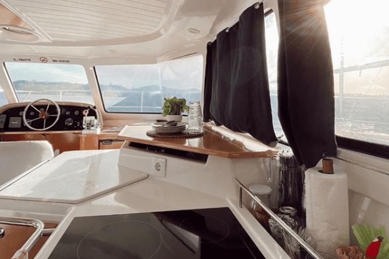 770x513_Catamaran_Boat_Lisbon_3